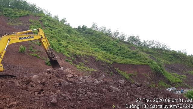 84.000 m3 đất đá vùi lấp tuyến đường ở Lai Châu - 1