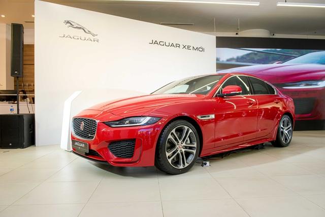 Jaguar XE 2020 và Land Rover Discovery Sport 2020 chốt giá từ 2,61 tỷ đồng - 1