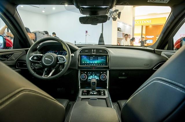Jaguar XE 2020 và Land Rover Discovery Sport 2020 chốt giá từ 2,61 tỷ đồng - 5