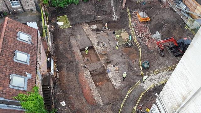 Phát hiện những ngôi mộ bí ẩn ở Anh - 1