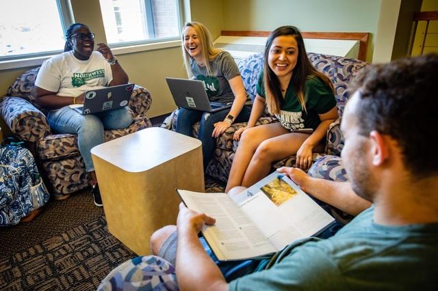 Tận hưởng môi trường thân thiện với chi phí phải chăng tại Đại học Northwest Missouri - 4