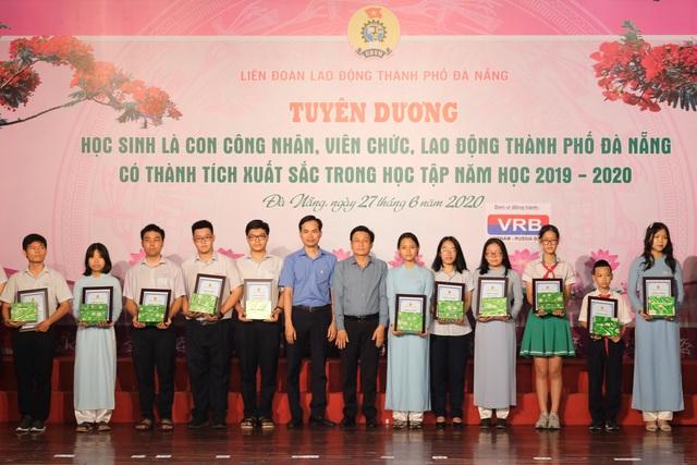 Đà Nẵng: Trao học bổng cho hơn 250 học sinh là con của công nhân, lao động - 1