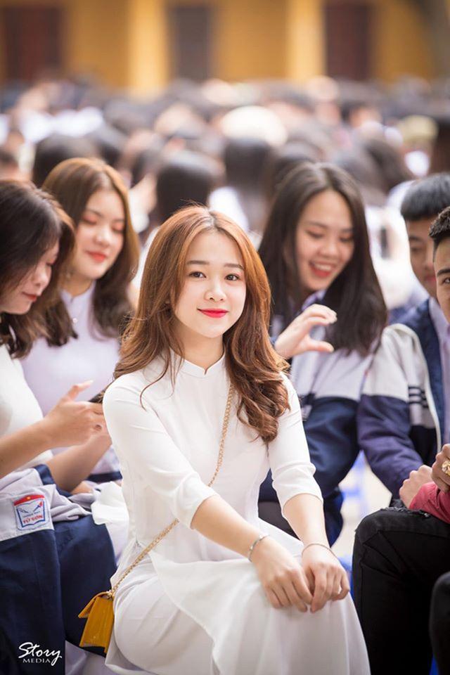 Chỉ 1m52, nữ sinh Bắc Ninh vẫn hút hồn dân mạng vì diện áo dài quá đẹp - 1