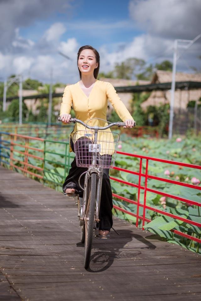 Hoa khôi Vũ Thanh Tú mộc mạc với áo bà ba nơi thôn dã - 2