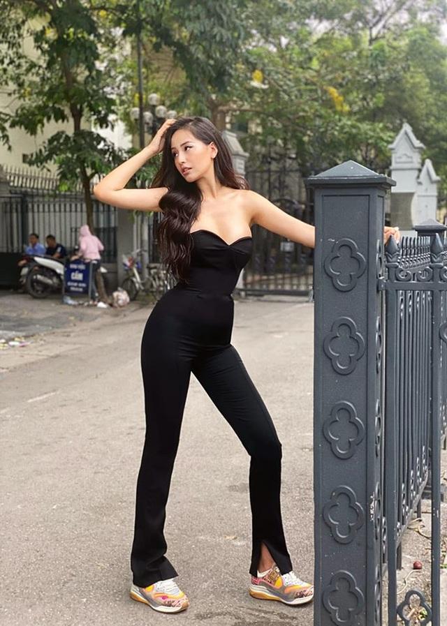 Hoa hậu Mai Phương Thuý, Ngọc Hân táo bạo bất ngờ với ảnh áo tắm, bán nude - 9