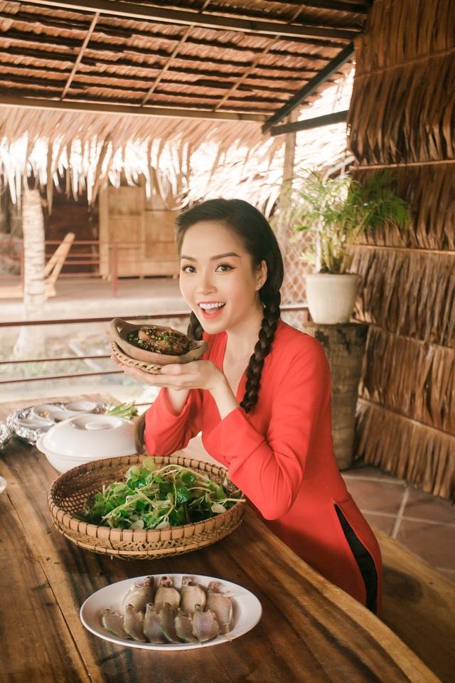 Hoa khôi Vũ Thanh Tú mộc mạc với áo bà ba nơi thôn dã - 11