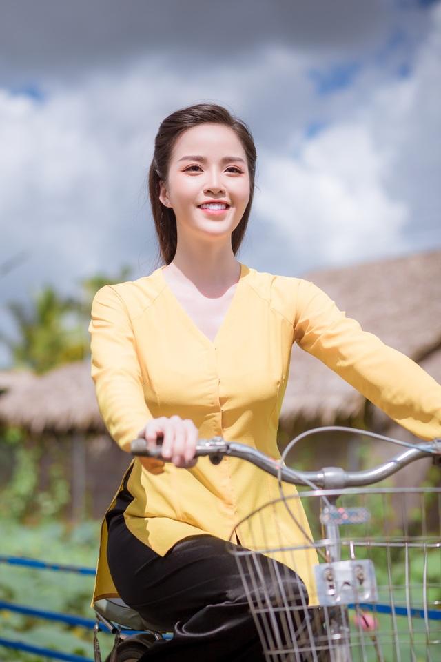 Hoa khôi Vũ Thanh Tú mộc mạc với áo bà ba nơi thôn dã - 1