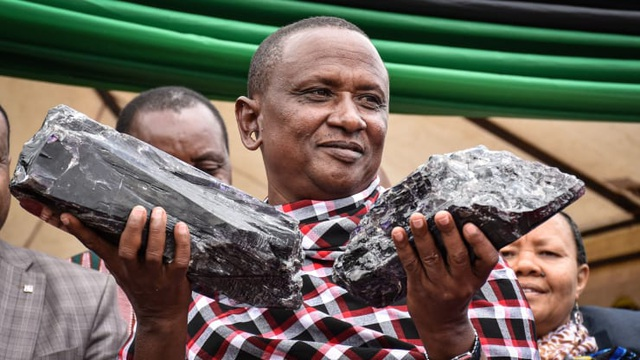 Người thợ mỏ đổi đời sau một đêm nhờ bán 3 triệu USD đá quý khổng lồ - 1