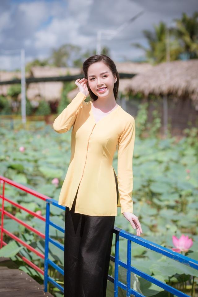 Hoa khôi Vũ Thanh Tú mộc mạc với áo bà ba nơi thôn dã - 3
