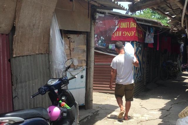 Cuộc sống quay quắt dưới mái tôn trong nắng nóng thiêu đốt ở Hà Nội - 4