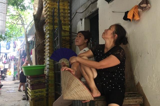 Cuộc sống quay quắt dưới mái tôn trong nắng nóng thiêu đốt ở Hà Nội - 8