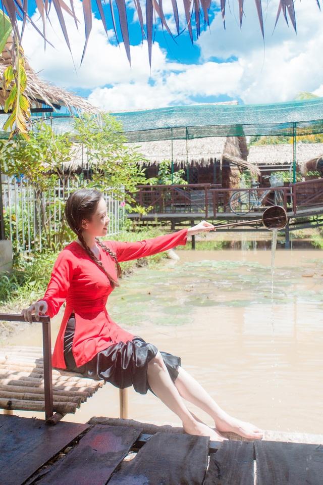 Hoa khôi Vũ Thanh Tú mộc mạc với áo bà ba nơi thôn dã - 7