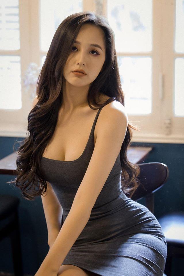 Hoa hậu Mai Phương Thuý, Ngọc Hân táo bạo bất ngờ với ảnh áo tắm, bán nude - 8