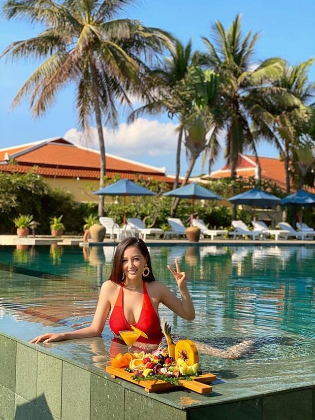 Hoa hậu Mai Phương Thuý, Ngọc Hân táo bạo bất ngờ với ảnh áo tắm, bán nude - 4