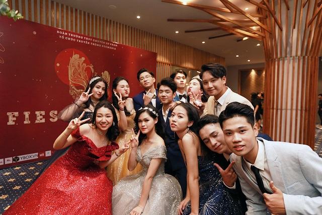 Lộ diện cặp đôi tài sắc đăng quang Đại sứ THPT Chuyên Sư phạm - 1