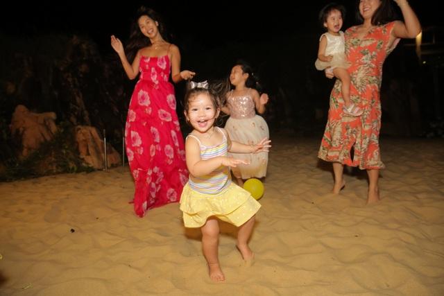 Hà Anh chịu chi đưa cả nhà đi nghỉ dưỡng nhân dịp sinh nhật con gái - 9
