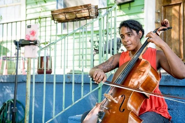 Mỹ: Vì dịch Covid-19, giảng dạy âm nhạc cũng buộc phải lên internet - 1