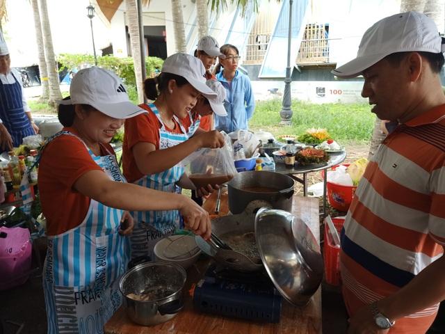 Sôi nổi làm bánh, nấu ăn nhân ngày Gia đình Việt Nam 28/6 - 5