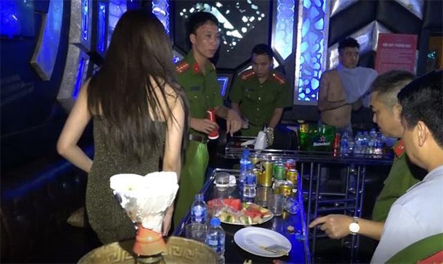 Gần 100 người phê ma túy tại 2 quán bar, karaoke - 1