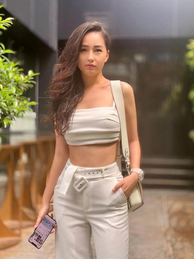 Hoa hậu Mai Phương Thuý, Ngọc Hân táo bạo bất ngờ với ảnh áo tắm, bán nude - 5