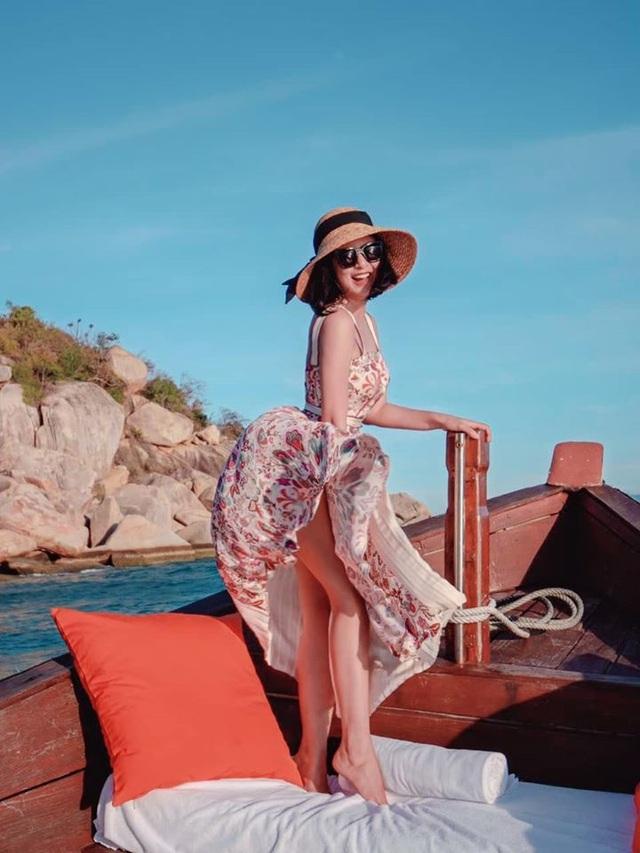 Hoa hậu Mai Phương Thuý, Ngọc Hân táo bạo bất ngờ với ảnh áo tắm, bán nude - 19