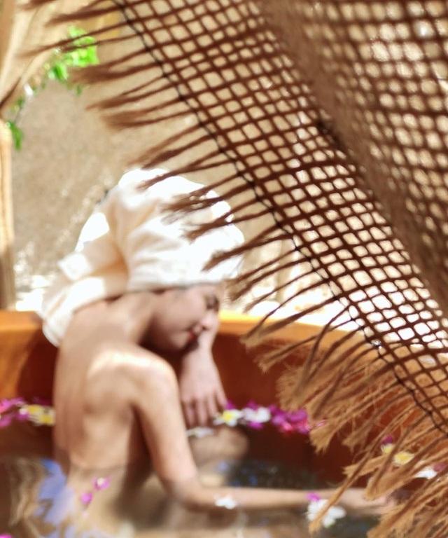 Hoa hậu Mai Phương Thuý, Ngọc Hân táo bạo bất ngờ với ảnh áo tắm, bán nude - 13