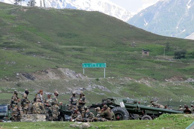 Ấn Độ mang tên lửa phòng không tới sát Trung Quốc - 1