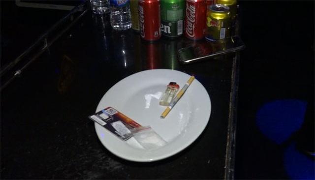 Gần 100 người phê ma túy tại 2 quán bar, karaoke - 3