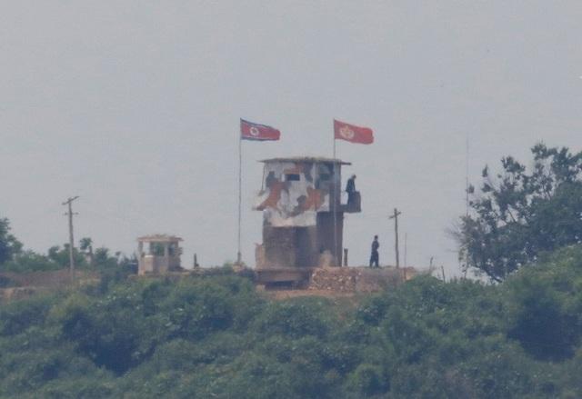 Trở nên cực kỳ khó đoán, điều gì đang xảy ra với ông Kim Jong-un? - 2