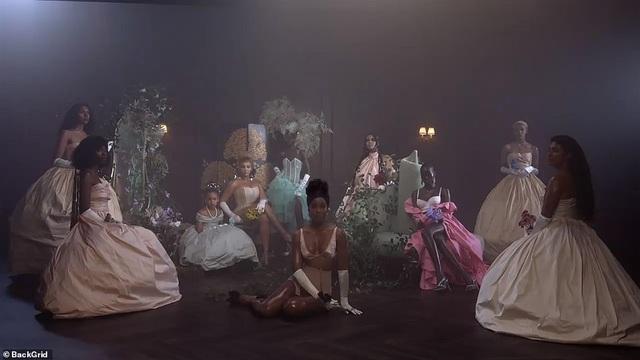 """Beyonce gây sốt với hình ảnh đẹp """"mãn nhãn"""" trong album visual mới - 2"""