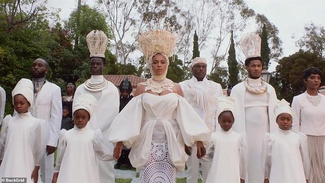 """Beyonce gây sốt với hình ảnh đẹp """"mãn nhãn"""" trong album visual mới - 8"""