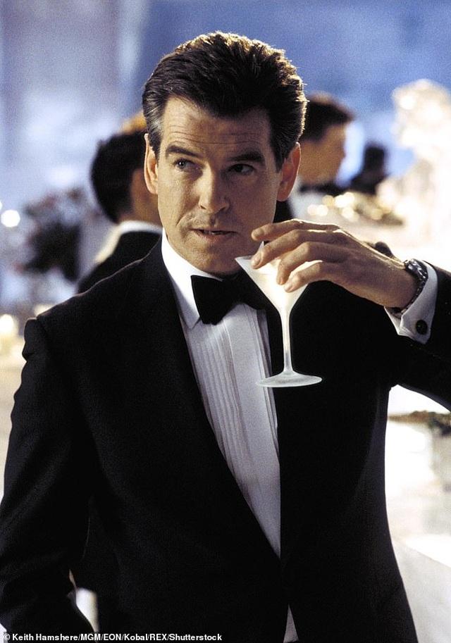 """Sự thật đằng sau cảnh nóng """"suýt chết"""" của điệp viên 007 - 1"""