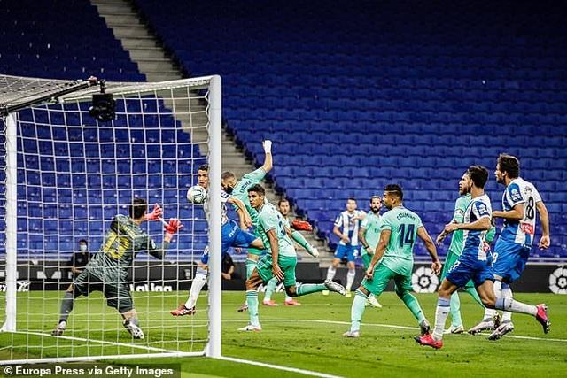 Hạ Espanyol, Real Madrid bứt phá ở ngôi đầu bảng La Liga - 6
