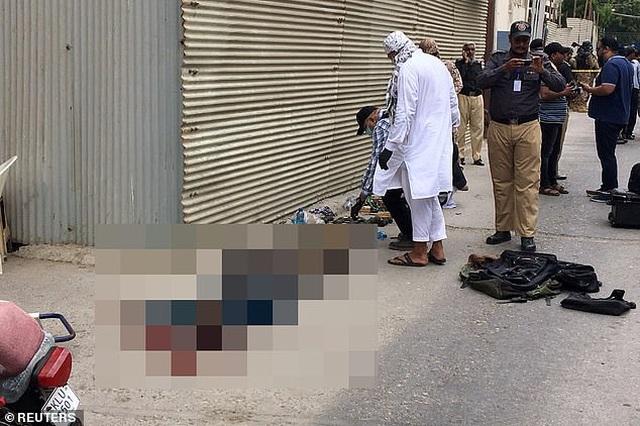 Xả súng kinh hoàng tại sàn giao dịch chứng khoán Pakistan, 9 người chết - 2