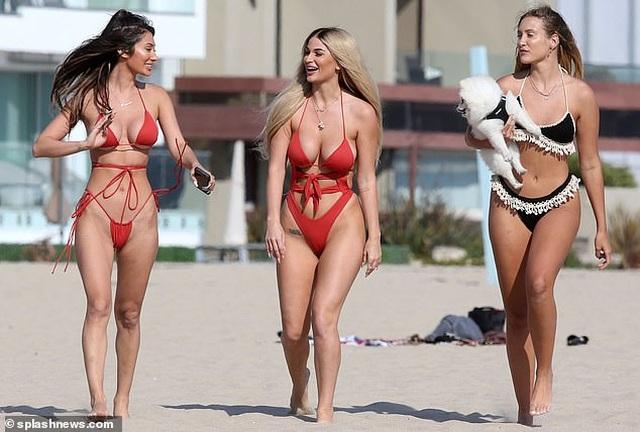 Dàn người đẹp gợi cảm trên bãi biển ở Los Angeles - 6