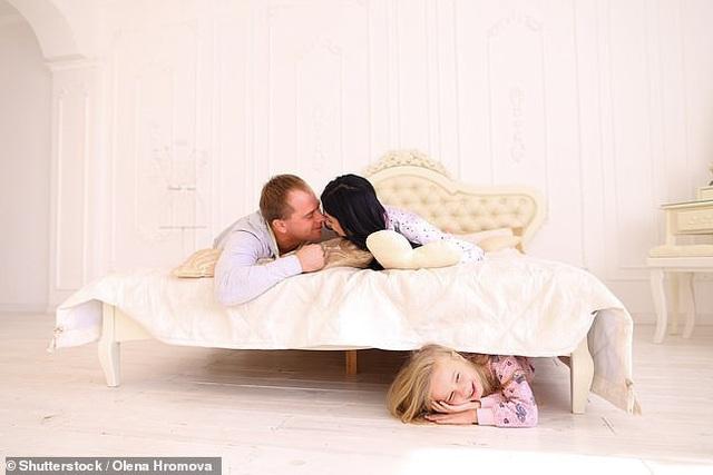 Bị con bắt gặp khi đang yêu, cách giải thích nhanh trí của người cha khiến con thỏa mãn, không bị tổn thương tâm lý - 3