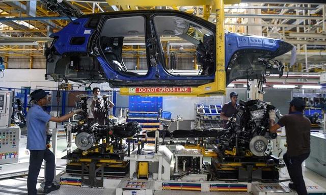 Giảm phí trước bạ ô tô: Nhà nước bớt thu, dân buôn tăng giá - 1