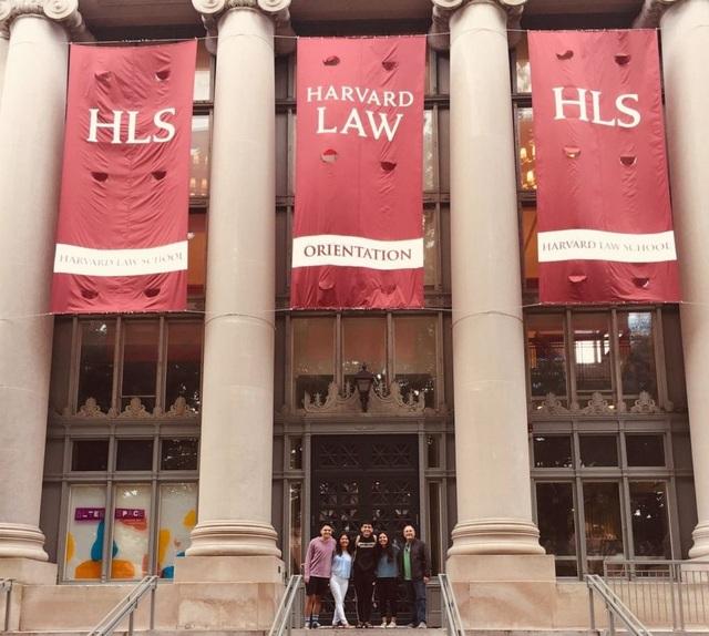 ĐH Harvard bị sinh viên kiện vì dạy online vẫn giữ nguyên học phí - 1