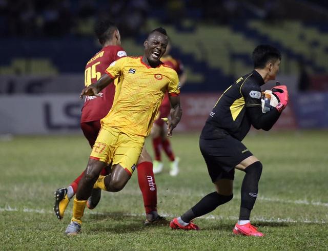 Thủ môn Bùi Tiến Dũng khó tranh suất trở lại đội tuyển Việt Nam - 2