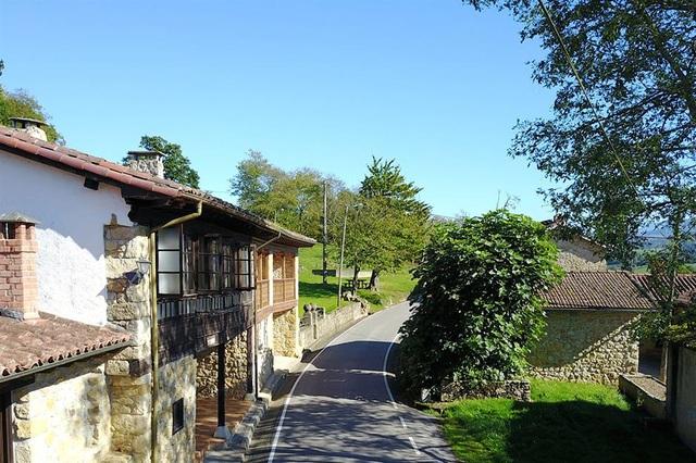 Những ngôi làng, thị trấn đang được rao bán, có nơi dưới 300.000 USD - 5