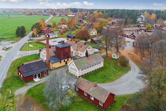 Những ngôi làng, thị trấn đang được rao bán, có nơi dưới 300.000 USD - 9