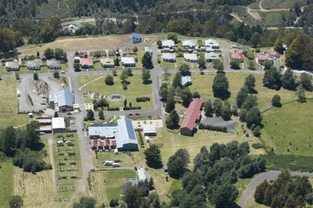Những ngôi làng, thị trấn đang được rao bán, có nơi dưới 300.000 USD - 10