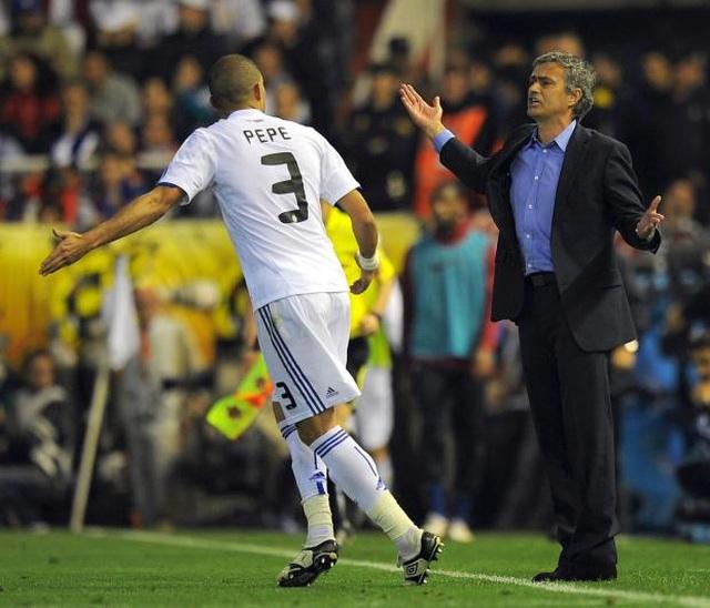"""Mourinho lại xung đột với cầu thủ: """"Gây chiến"""" ở khắp mọi nơi? - 8"""