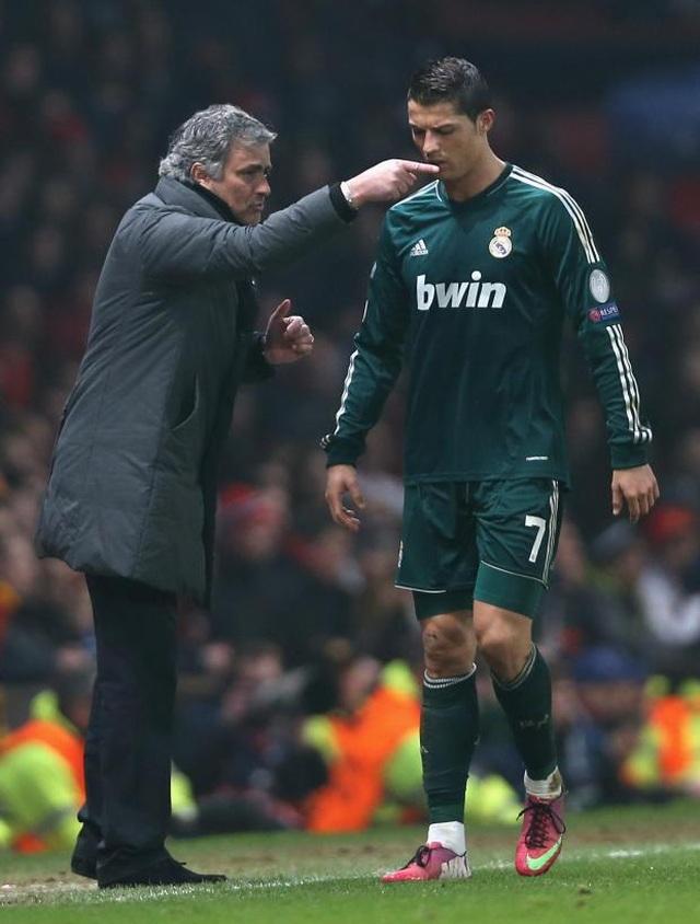 """Mourinho lại xung đột với cầu thủ: """"Gây chiến"""" ở khắp mọi nơi? - 9"""