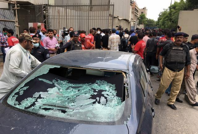 Xả súng kinh hoàng tại sàn giao dịch chứng khoán Pakistan, 9 người chết - 1