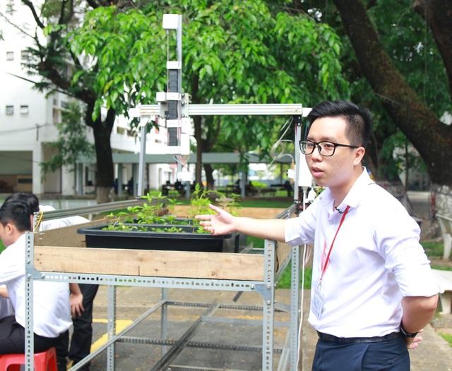 Chế máy lọc không khí cho xe buýt giành giải Nhất cuộc thi sáng tạo SV - 2