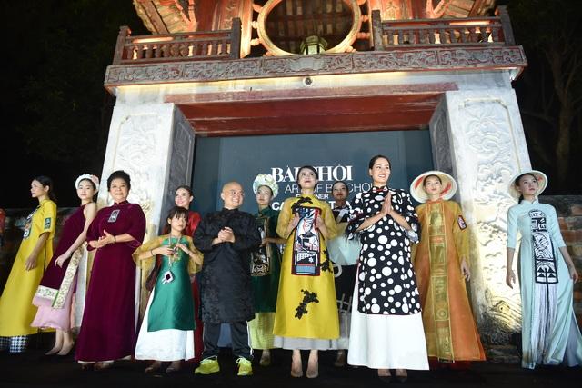 NSND Trà Giang cùng dàn người mẫu trình diễn 1000 mẫu áo dài tại Văn Miếu - 1