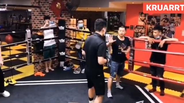 Thách đấu võ sĩ boxing, môn đồ Vịnh Xuân Quyền nhận cái kết đắng - 1