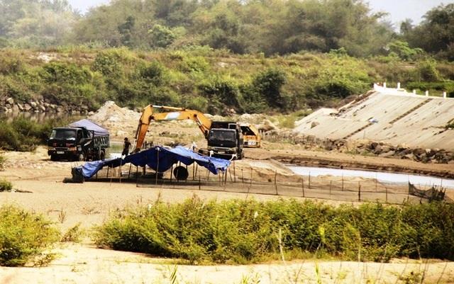 Dân ngày đêm lo sợ, Chủ tịch Bình Định yêu cầu chấn chỉnh khai thác cát - 1