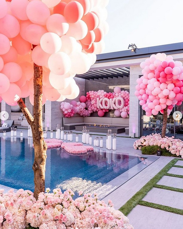 Toàn cảnh tiệc sinh nhật xa hoa của Khloe Kardashian - 15